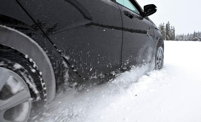 Езда зимой на летней резине запрещена: размеры штрафов ПДДюрист