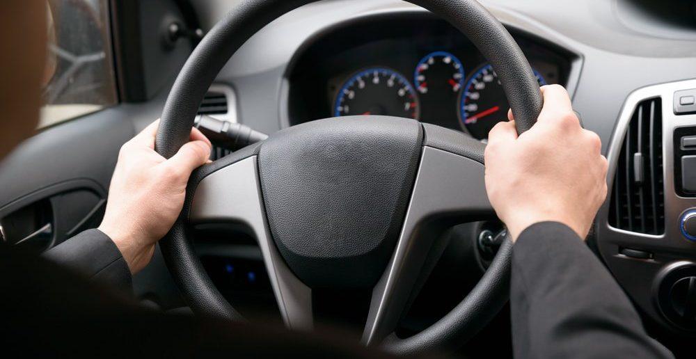 Как правильно держать и крутить руль автомобиля в разных ситуациях? ПДДюрист