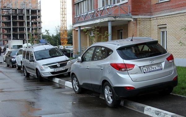 Какой штраф за парковку на тротуаре? ПДДюрист