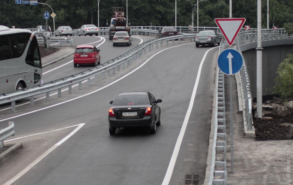 Штраф если не уступил дорогу автомобилю, спецтранспорту, велосипедисту ПДДюрист