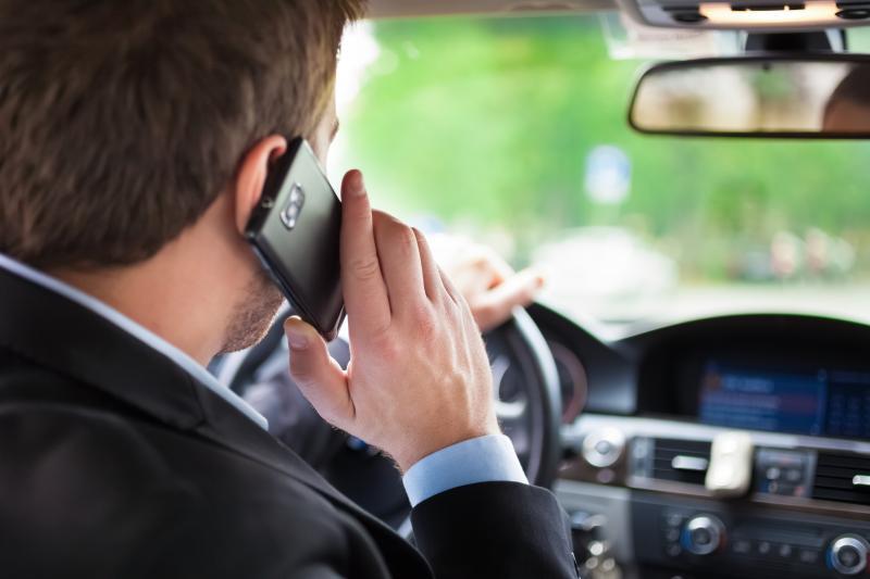 Штраф за использование телефона во время движения автомобиля ПДДюрист