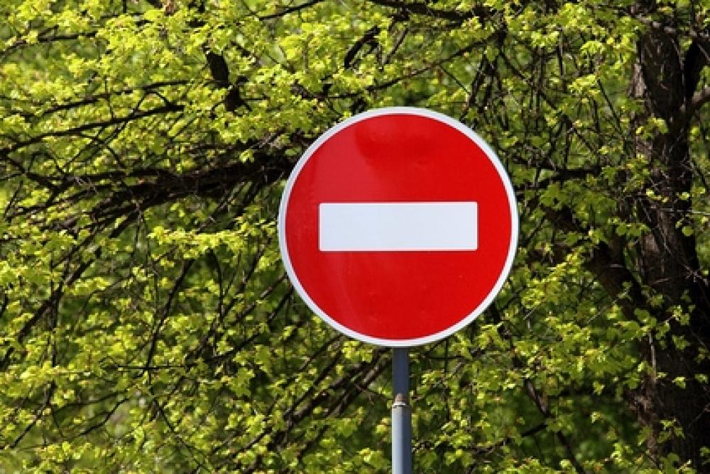 """В каких случаях можно проехать под знак """"въезд запрещен""""? ПДДюрист"""